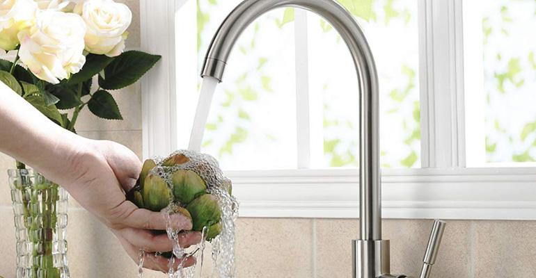 Que faire si le robinet fuit dans la salle de bain?